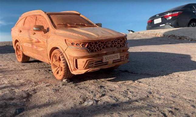 Mô hình Kia Sorento bằng gỗ độc đáo của thợ Việt ảnh 1