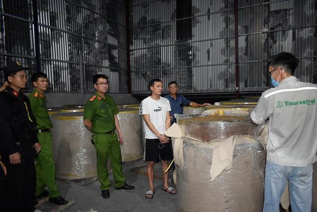 Xuất lậu hàng nghìn tấn quặng 'đội lốt' giấy cuộn ảnh 4
