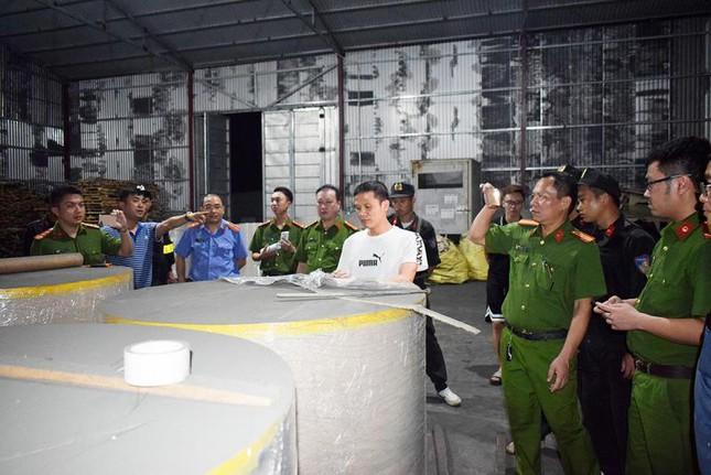 Xuất lậu hàng nghìn tấn quặng 'đội lốt' giấy cuộn ảnh 3
