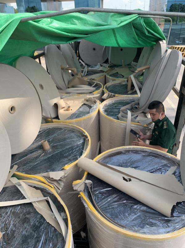 Xuất lậu hàng nghìn tấn quặng 'đội lốt' giấy cuộn ảnh 2