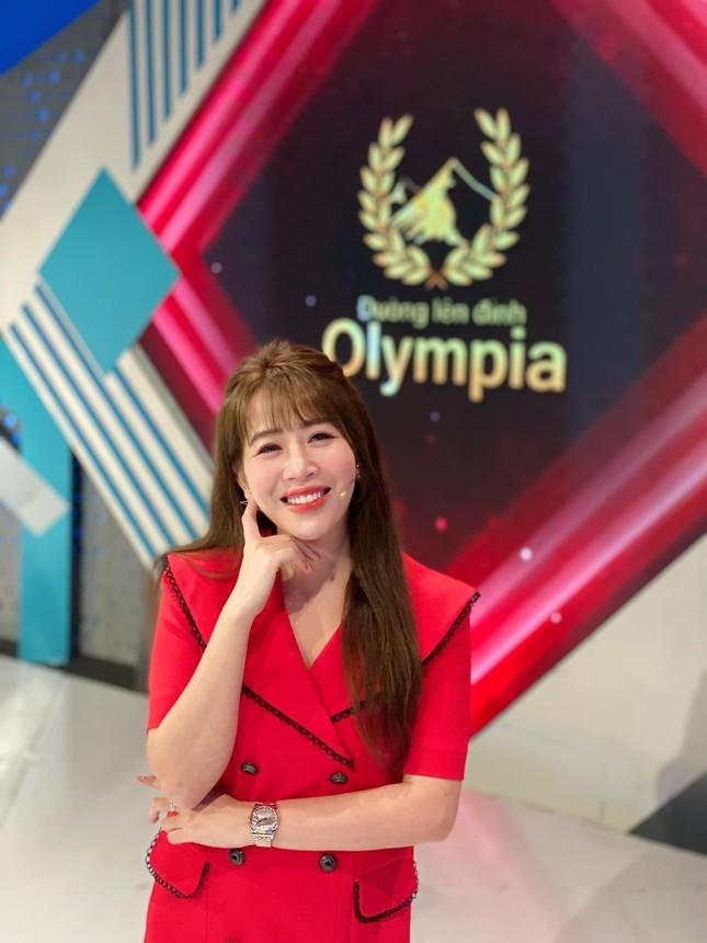 Nhìn lại hành trình 5 năm MC Diệp Chi dẫn Đường lên đỉnh Olympia ảnh 4