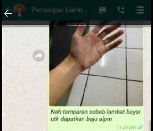 """Một người Malaysia bán """"cái tát ảo"""" trên ứng dụng mua sắm, bất ngờ là có cả trăm người mua ảnh 2"""