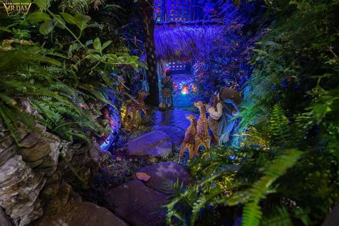 Choáng ngợp sắc màu Noel trong biệt thự 60 tỷ của Đàm Vĩnh Hưng - ảnh 3