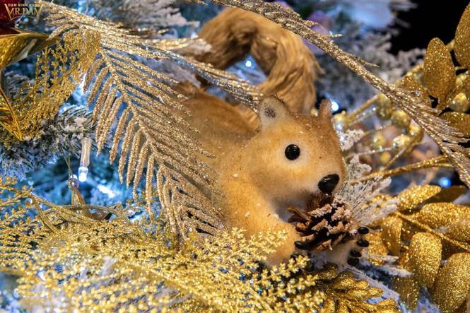 Choáng ngợp sắc màu Noel trong biệt thự 60 tỷ của Đàm Vĩnh Hưng - ảnh 12