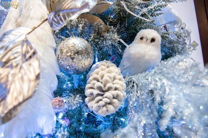 Choáng ngợp sắc màu Noel trong biệt thự 60 tỷ của Đàm Vĩnh Hưng - ảnh 14