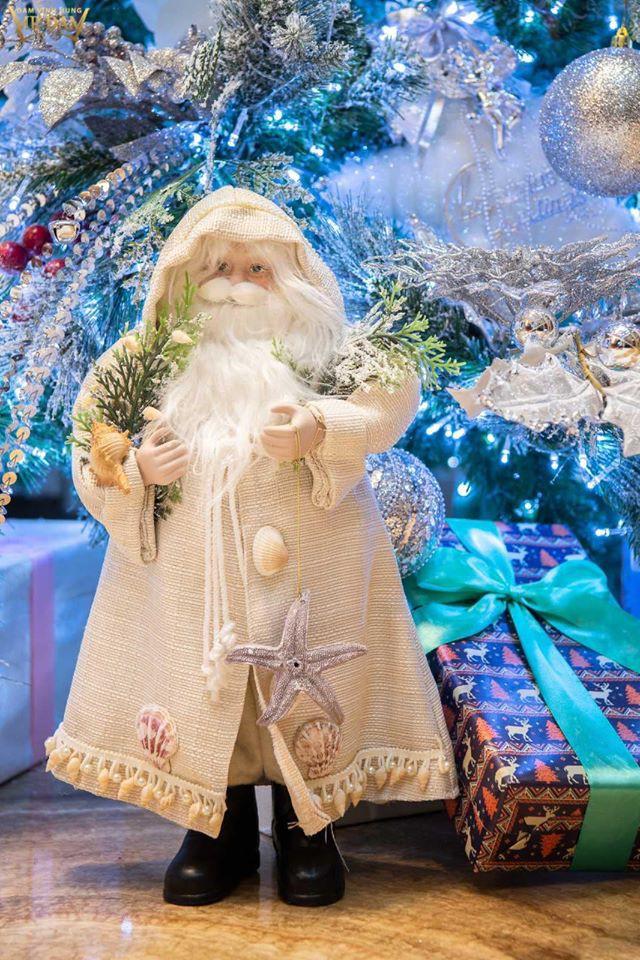 Choáng ngợp sắc màu Noel trong biệt thự 60 tỷ của Đàm Vĩnh Hưng - ảnh 11