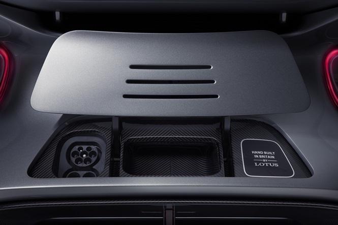 Siêu xe công suất khủng, giá đến 49 tỷ đồng trình làng - ảnh 10