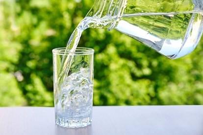 Không muốn hỏng thận thì đừng uống nước theo những cách này - ảnh 2
