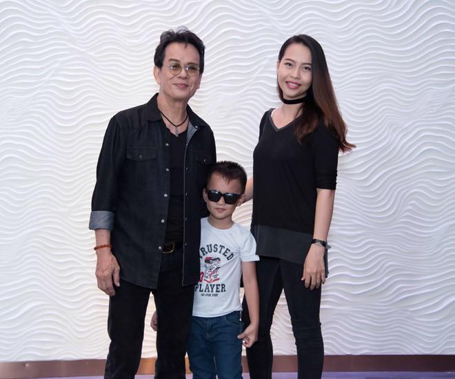 Những nghệ sĩ Việt lấy vợ kém nhiều tuổi, cách biệt lớn nhất là 44 năm - ảnh 2