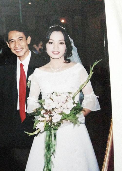 Những nghệ sĩ Việt lấy vợ kém nhiều tuổi, cách biệt lớn nhất là 44 năm - ảnh 3