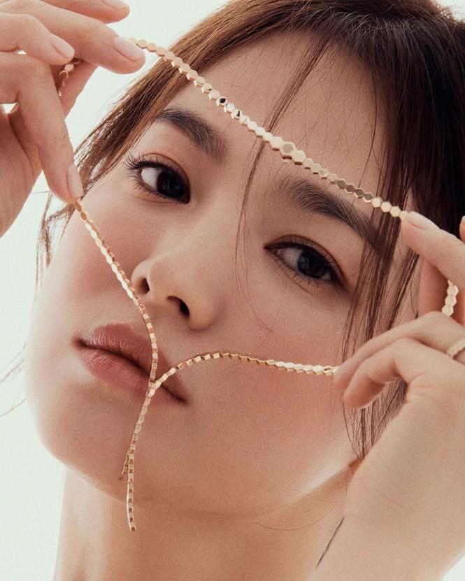 Song Hye Kyo gợi cảm bất ngờ với style tóc nâu môi trầm - ảnh 10