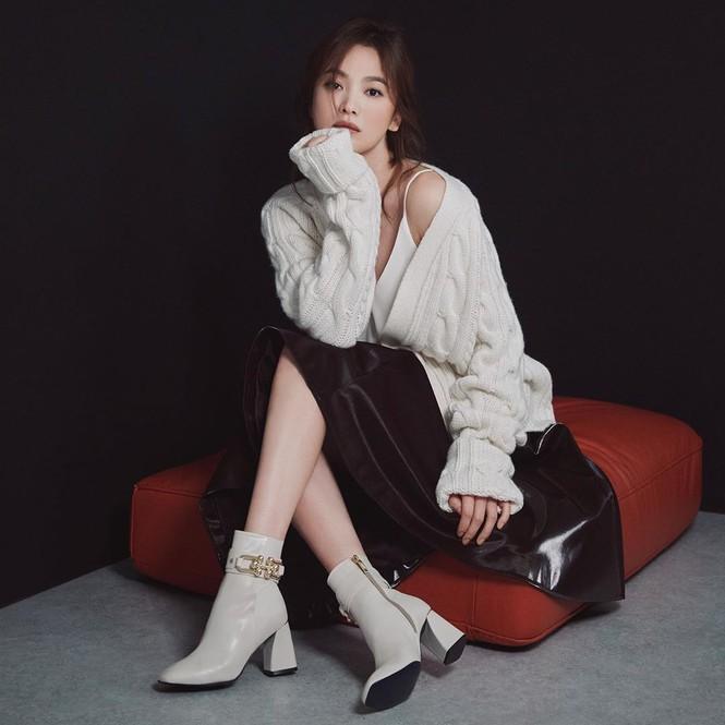 Song Hye Kyo gợi cảm bất ngờ với style tóc nâu môi trầm - ảnh 8