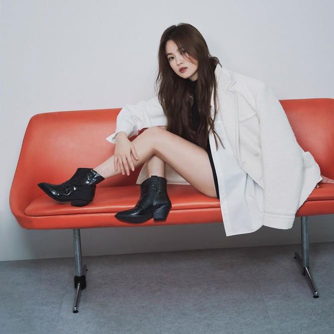 Song Hye Kyo gợi cảm bất ngờ với style tóc nâu môi trầm - ảnh 2