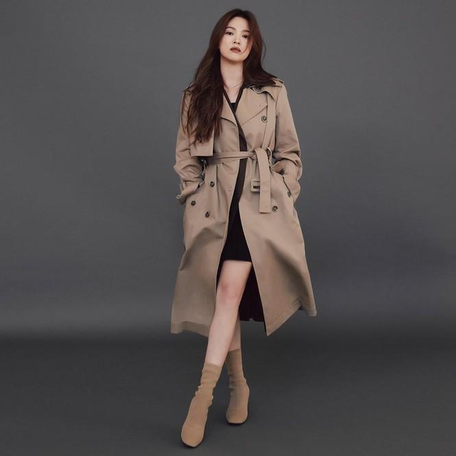 Song Hye Kyo gợi cảm bất ngờ với style tóc nâu môi trầm - ảnh 9