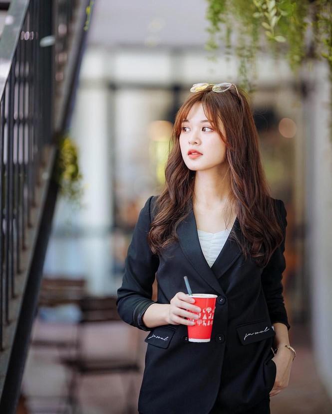 Nữ sinh 'gây xao xuyến' với nhan sắc ngọt ngào, ước mơ trở thành nhà báo - ảnh 9