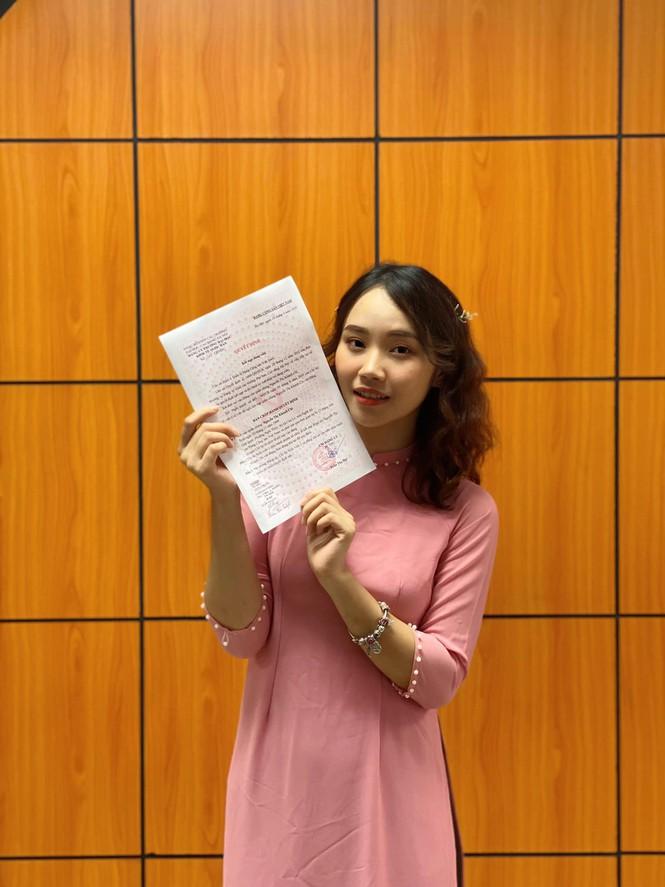 Tân cử nhân trẻ tuổi nhất trường ĐH Kinh tế Quốc dân là Đảng viên, sinh viên xuất sắc - ảnh 2