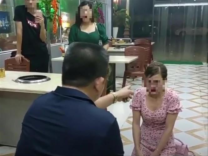 Vụ chủ quán bắt khách quỳ tại Bắc Ninh: Nạn nhân nhập viện, suy sụp - ảnh 2