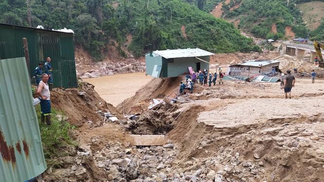 Khẩn cấp tiếp tế lương thực cho hơn 3000 hộ dân bị cô lập - ảnh 2