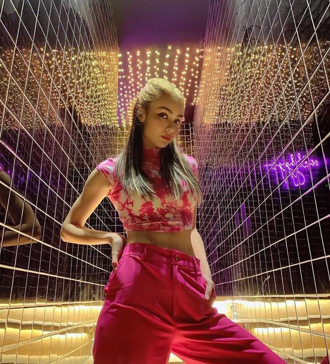 Sắc màu mùa Hè tươi mát tràn ngập trong phong cách thời trang của sao Việt tuần qua - ảnh 9