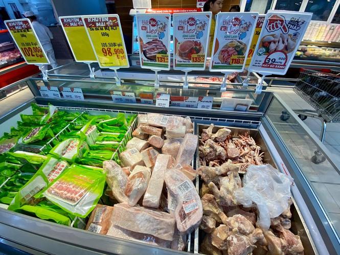 Giá thịt lợn hơi 'hạ nhiệt' vì thông tin cho nhập thịt lợn sống nguyên con - ảnh 1