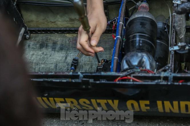 Chi tiết chiếc xe chạy hơn 1.000 km chỉ tốn một lít xăng xuất hiện ở Hà Nội - ảnh 9