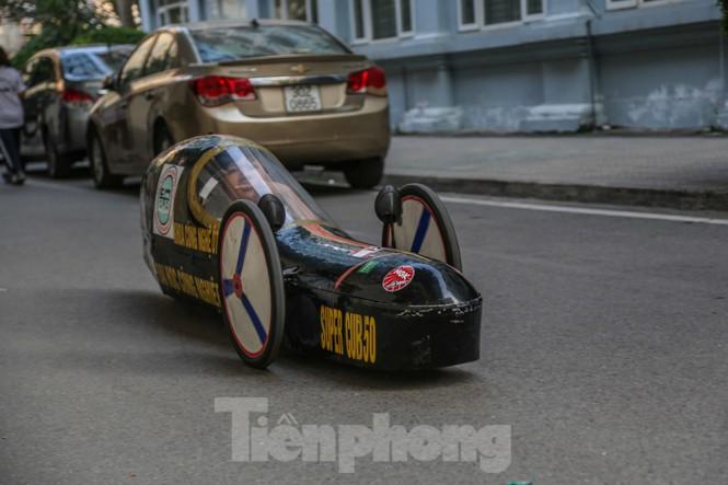Chi tiết chiếc xe chạy hơn 1.000 km chỉ tốn một lít xăng xuất hiện ở Hà Nội - ảnh 11