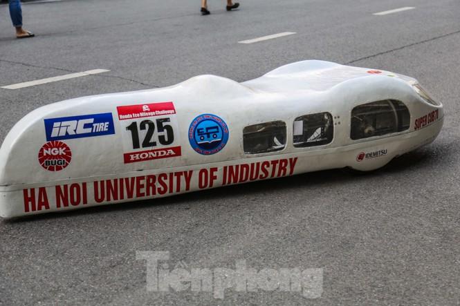 Chi tiết chiếc xe chạy hơn 1.000 km chỉ tốn một lít xăng xuất hiện ở Hà Nội - ảnh 1