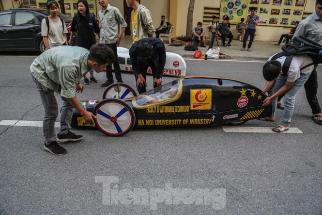 Chi tiết chiếc xe chạy hơn 1.000 km chỉ tốn một lít xăng xuất hiện ở Hà Nội - ảnh 3