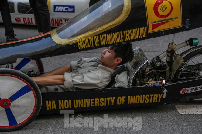 Chi tiết chiếc xe chạy hơn 1.000 km chỉ tốn một lít xăng xuất hiện ở Hà Nội - ảnh 4