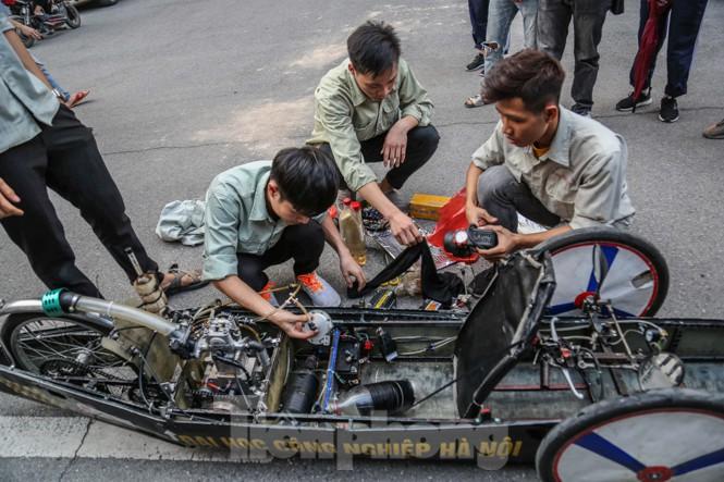 Chi tiết chiếc xe chạy hơn 1.000 km chỉ tốn một lít xăng xuất hiện ở Hà Nội - ảnh 7