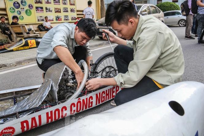 Chi tiết chiếc xe chạy hơn 1.000 km chỉ tốn một lít xăng xuất hiện ở Hà Nội - ảnh 8