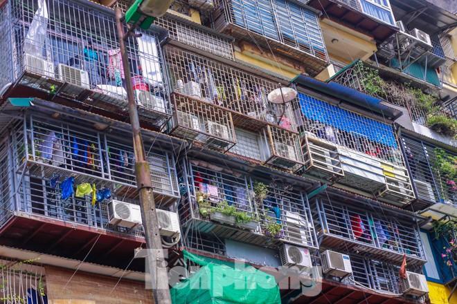 Nơm nớp lo sợ với 'chuồng cọp, lồng chim' giăng khắp Thủ đô - ảnh 10