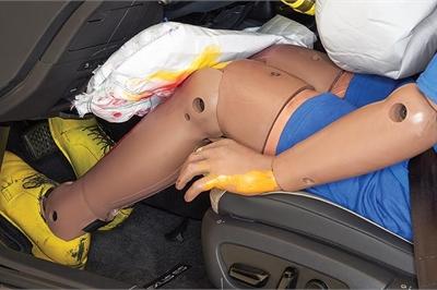 Túi khí đầu gối không có tác dụng trong tai nạn?