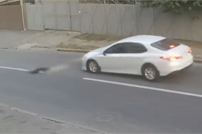 Cậu bé thoát chết dù bị ôtô đâm văng xa hàng mét