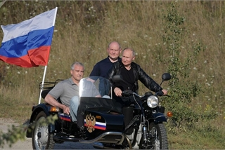 Tổng thống Putin tự lái Ural 3 bánh tham dự lễ hội mô tô