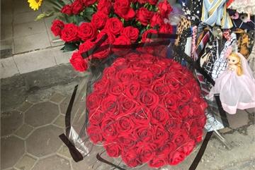 Hoa 'vĩnh cửu' tiền triệu đắt khách dịp Valentine