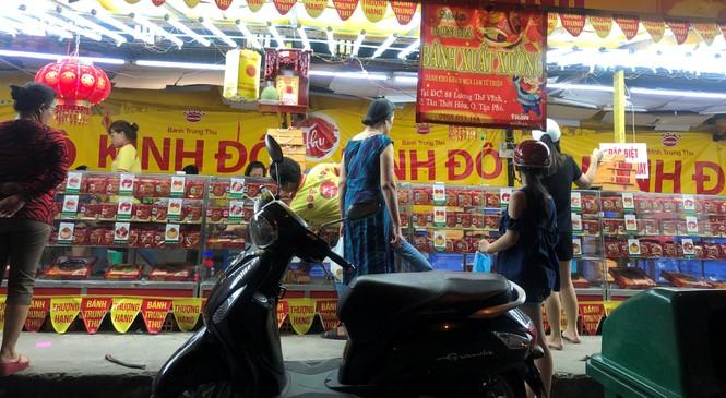 Chiêu trò bán bánh trung thu 'đại hạ giá' ở Sài Gòn - ảnh 8