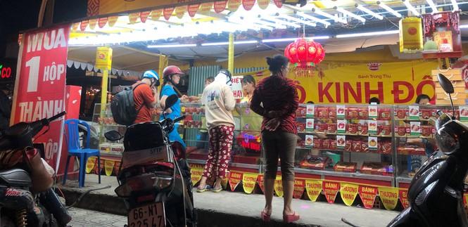 Chiêu trò bán bánh trung thu 'đại hạ giá' ở Sài Gòn - ảnh 6