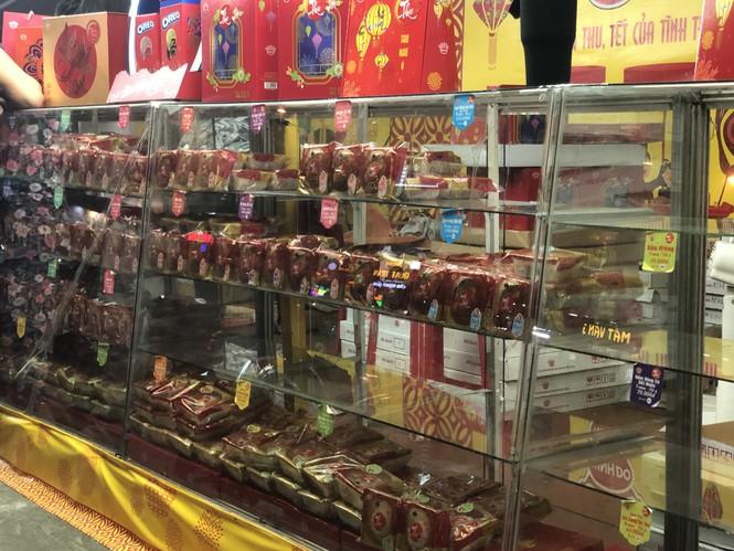 Chiêu trò bán bánh trung thu 'đại hạ giá' ở Sài Gòn - ảnh 9