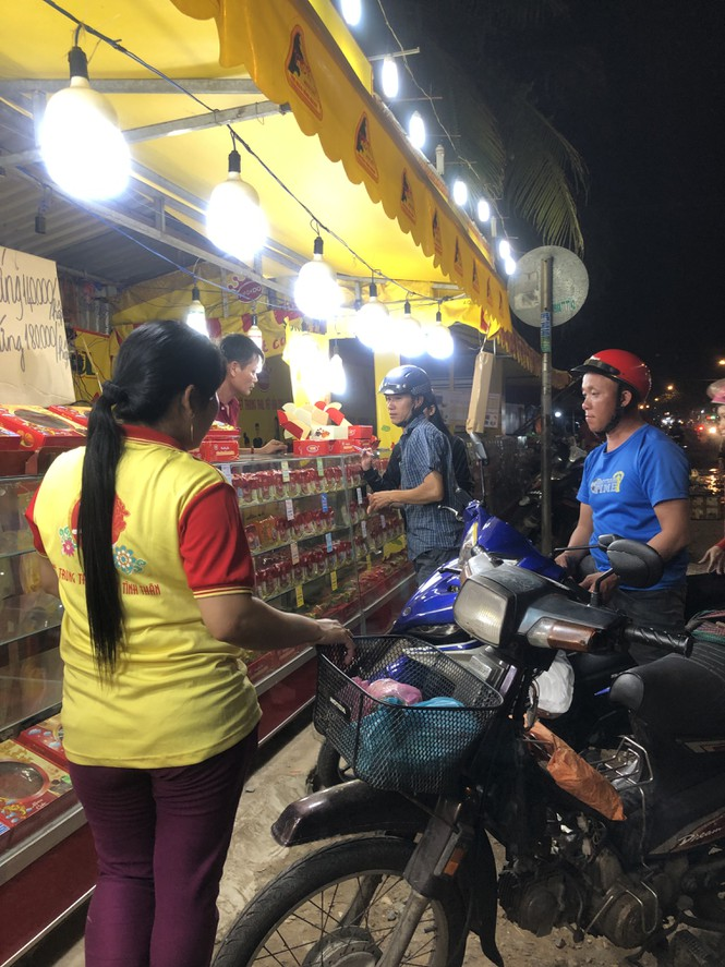 Chiêu trò bán bánh trung thu 'đại hạ giá' ở Sài Gòn - ảnh 3