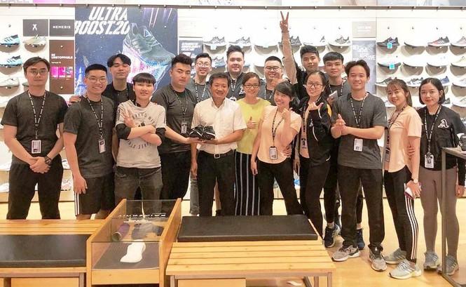 """Ông Đoàn Ngọc Hải bán điện thoại, đồng hồ """"xịn' lo cho người vô gia cư - ảnh 2"""