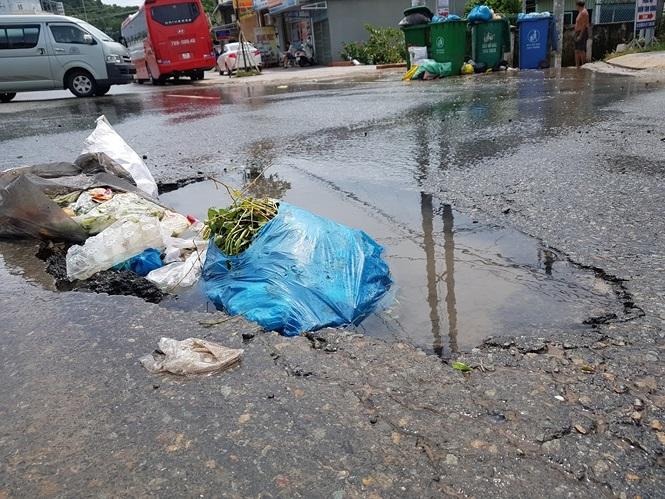 Đường sá Phú Quốc bị tàn phá nghiêm trọng sau trận lụt lịch sử - ảnh 1