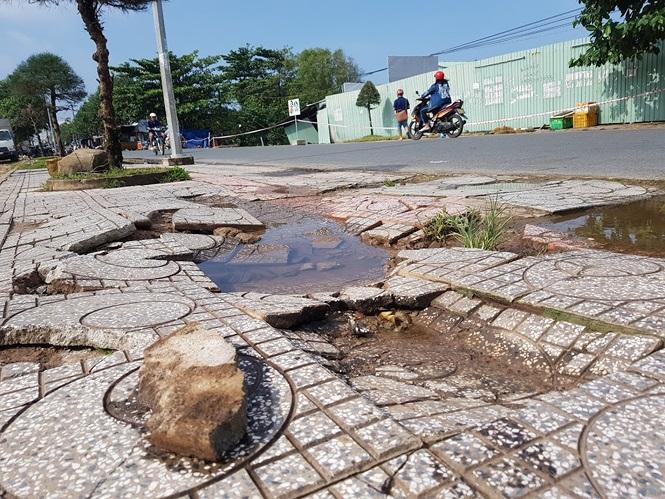 Đường sá Phú Quốc bị tàn phá nghiêm trọng sau trận lụt lịch sử - ảnh 5