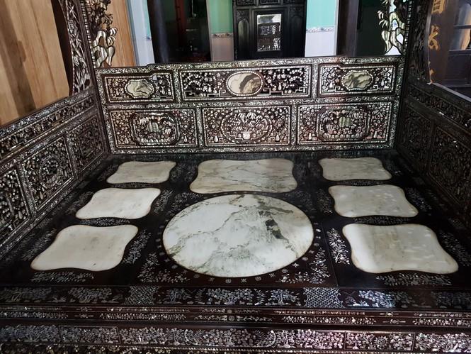 Chiêm ngưỡng chiếc giường cổ có giá bạc tỷ ở Đồng Tháp - ảnh 2