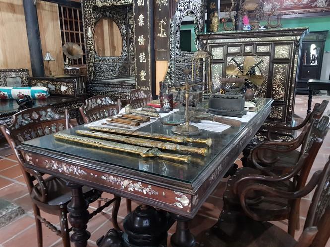 Chiêm ngưỡng chiếc giường cổ có giá bạc tỷ ở Đồng Tháp - ảnh 8