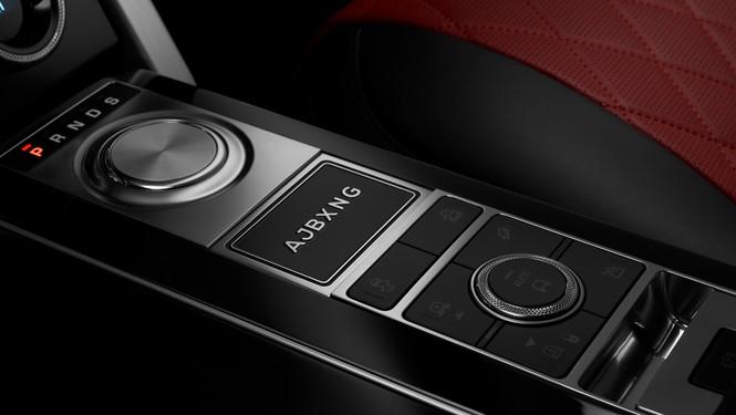 """Nhà vô địch quyền anh Anthony Joshua sở hữu phiên bản """"độc nhất vô nhị""""Range Rover SVAutobiography - ảnh 2"""