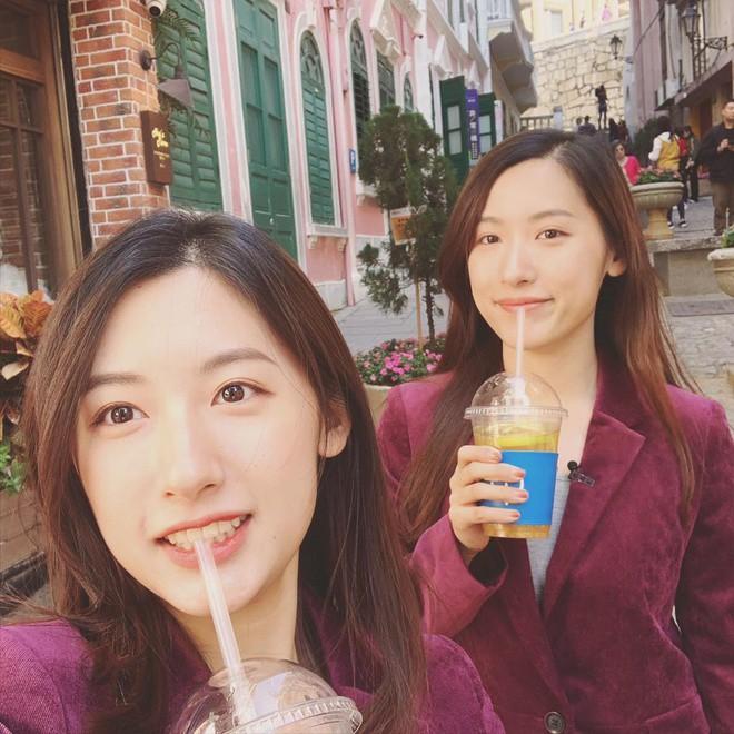 Cặp chị em sinh đôi tốt nghiệp Harvard làm MC truyền hình - ảnh 3