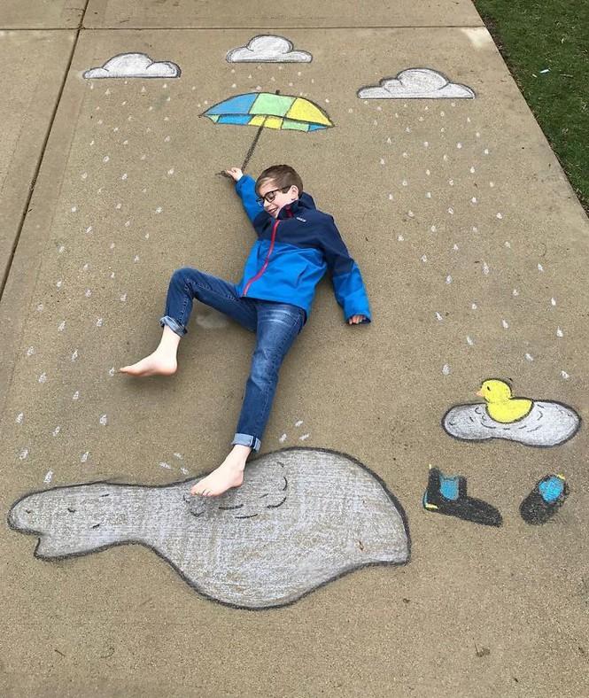 Cậu bé 14 tuổi vẽ tranh 'du lịch vòng quanh thế giới' cho em trai - ảnh 14