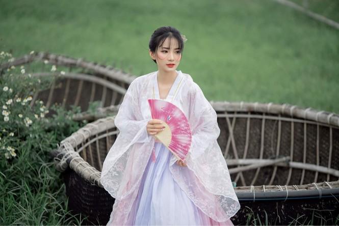 Vẻ đẹp trong veo tựa 'nàng thơ' của nữ sinh trường Cao đẳng Sư phạm Trung ương - ảnh 6
