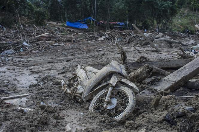 Sạt lở ở Quảng Nam nghiêm trọng nhất trong nhiều năm - ảnh 1